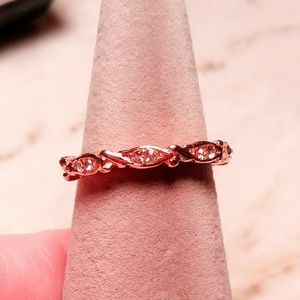 Rose gold colored ring with czs